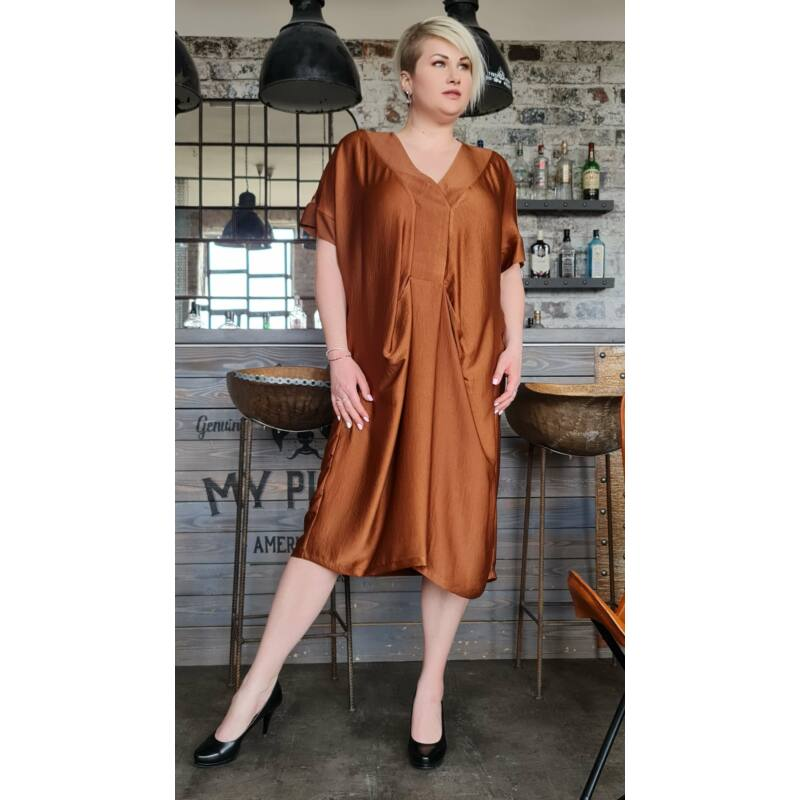 Natasa ruha - nagyméretű barna szatén ruha